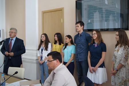 Ректор Р.К. Низамов поздравил студентов - победителей Международного конкурса IDSA2016 - на заседании Ученого совета КГАСУ